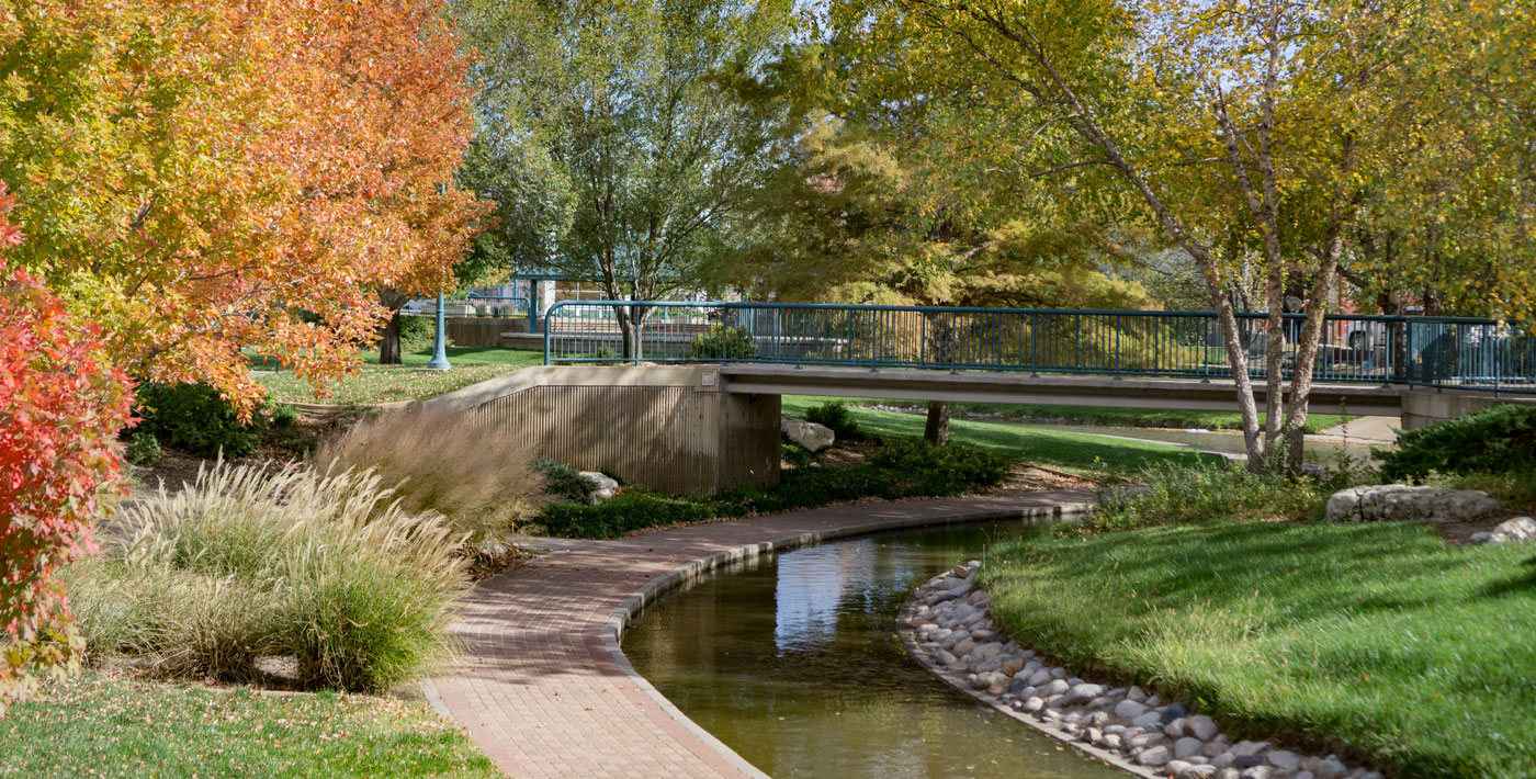 Walk, swim, fish and play in Hutchinson